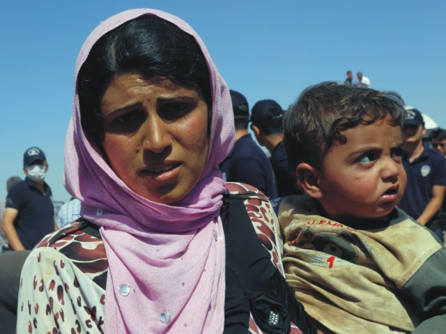 Na snímke Sýrska utečenkyňa s dieťaťom