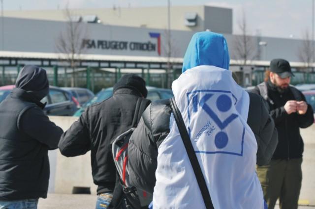 Odbory v trnavskej automobilke PSA Peugeot Citroën Slovakia vyhlásili štrajkovú pohotovosť