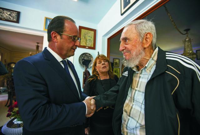 Francúzsky prezident Francois Hollande sa v pondelok stretol v Havane na takmer hodinovom rozhovore s 88-ročným bývalým kubánskym vodcom Fidelom Castrom