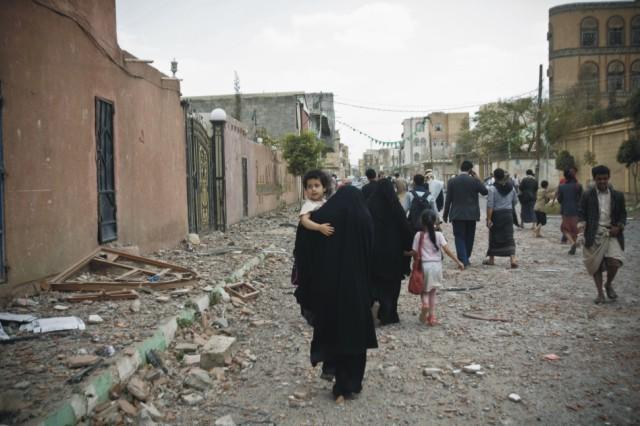 Jemenčania utekajú po leteckom útoku saudsko-arabských vzdušných síl