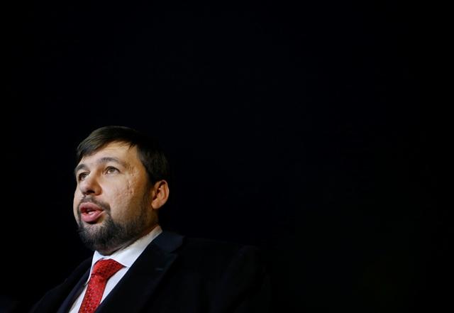 Na snímke predstaviteľ samozvanej Doneckej ľudovej republiky Denis Pušilin (vpravo)