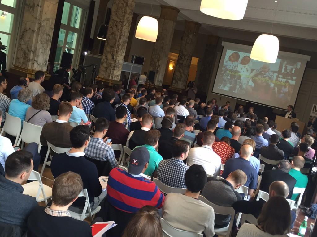 Snímka z konferencie, ktorá niesla názov Rodičovské možnosti pre homosexuálnych mužov v Európe