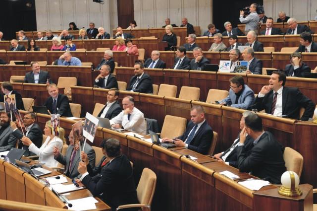 Na archívnej snímke poslanci Národnej rady počas rokovania