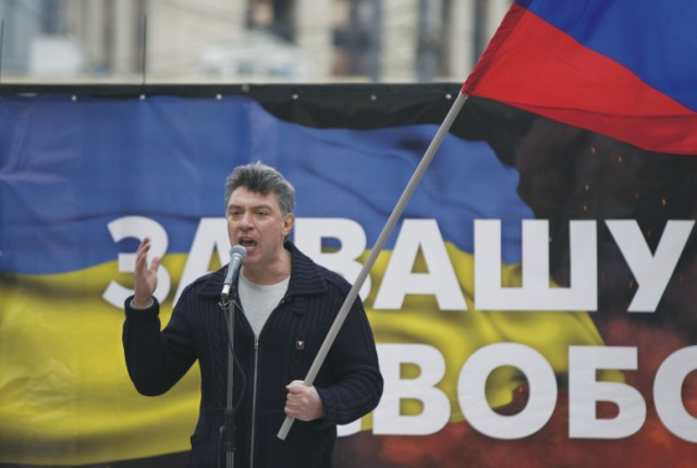 Na archívnej snímke z 15. marca 2014 je popredný ruský opozičný líder a bývalý vicepremiér Boris Nemcov