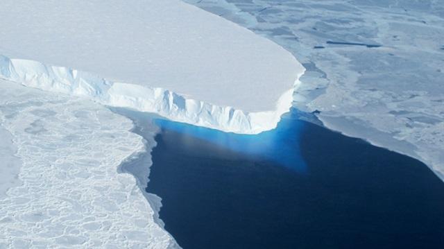 roztápajúci sa ľadovec Thwaites v západnej Antarktíde