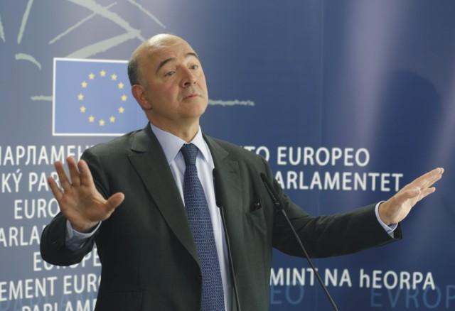 Na snímke Pierre Moscovici
