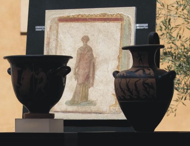Spojené štáty vrátili do Talianska 25 umeleckých antických artefaktov, ktoré boli odcudzené v Taliansku a neskôr sa stali vyhľadávanými exponátmi v amerických múzeách, na univerzitách a v súkromných umeleckých zbierkach