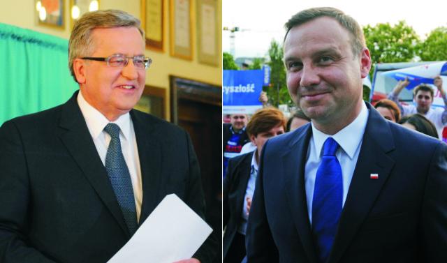 Na snímke vľavo Bronislaw Komorowsky a Andrzej Duda