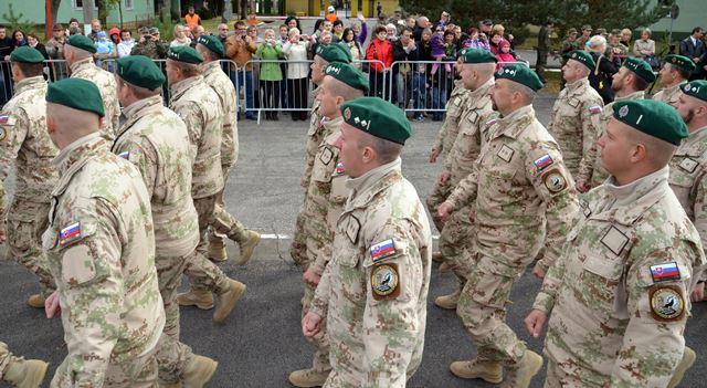 Na snímke slovenskí vojaci