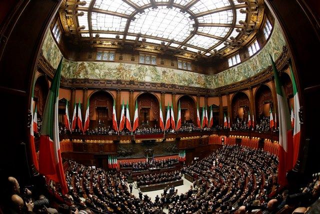 Na snímke poslanci talianskeho parlamentu