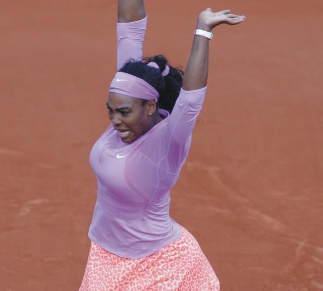 Americká tenistka Serena Williamsová (na snímke) sa v sobotu 30. mája 2015 v Paríži nezmazateľne zapísala do histórie. Stala sa totiž prvou hráčkou v profesionálnej ére, ktorá vyhrala 50 zápasov na každom zo štyroch grandslamových turnajov