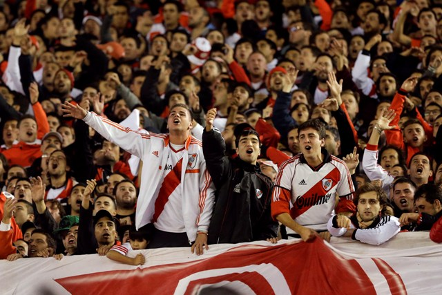 Na snímke fanúšikovia River Plate. Ilustračné foto