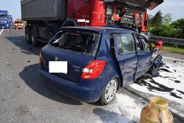 Vodič Škody Fabie vo veku 34 rokov z dosiaľ nezistených príčin prešiel do protismeru. Utrpel zranenia, ktorým na mieste podľahol