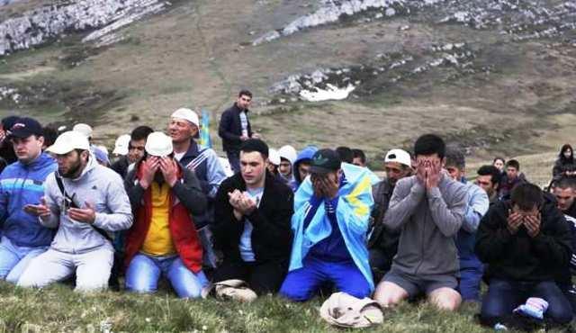 Krymskí Tatári sa vracajú domov. Na Krym utekajú aj Tatári žijúci v Chersonskej oblasti Ukrajiny