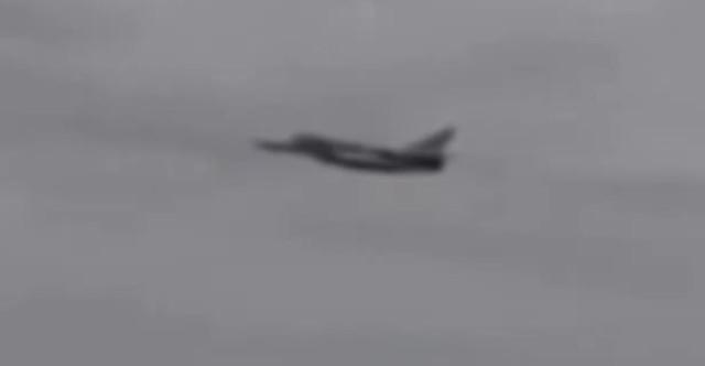 Ruské stíhačky SU-24 preleteli nad americkým torpédoborcom Ross. Torpédoborec v panike utiekol