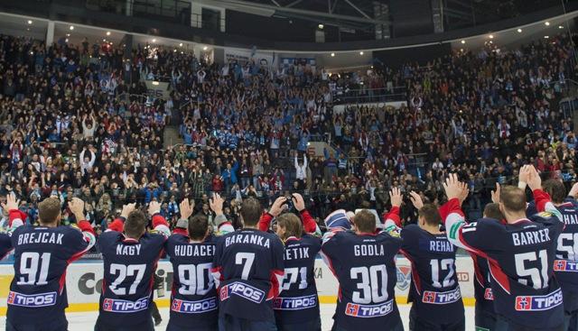 Na snímke hokejisti Slovana