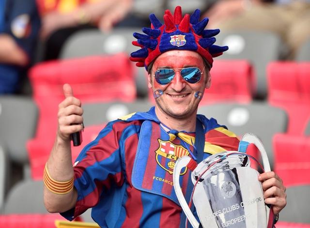 Na snímke fanúšik FC Barcelona
