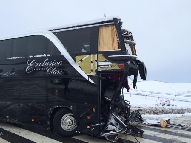 Na snímke havarovaný český linkový autobus