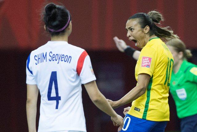 Na snímke brazílska futbalistka Marta sa raduje z gólu