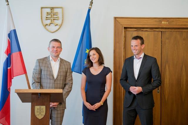 Na snímke sprava predseda NR SR Peter Pellegrini, slovenská brokárka a členka MOV Danka Barteková a bývalý slovenský hokejista Richard Lintner