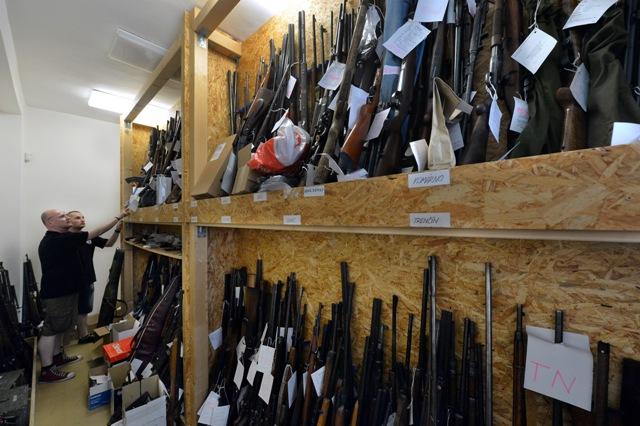 Na snímke sú zbrane na oddelení balistiky Kriminalistického a expertízneho ústavu Policajného zboru SR v Bratislave
