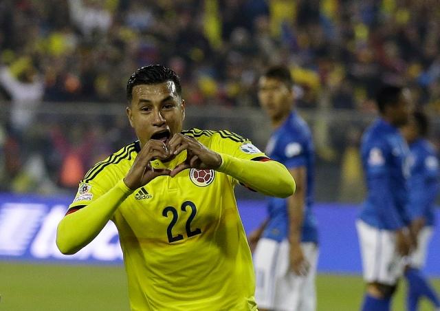Na snímke obranca Kolumbie Jeison Murillo oslavuje gól