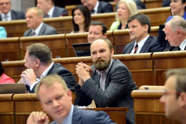 Na snímke uprostred poslanec NR SR Jozef Viskupič (OĽaNO)