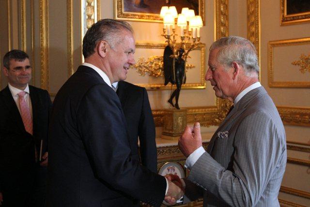 Na snímke prezident Andrej Kiska (vľavo) sa na hrade Windsor stretol s Charlesom, princom z Walesu (vpravo)