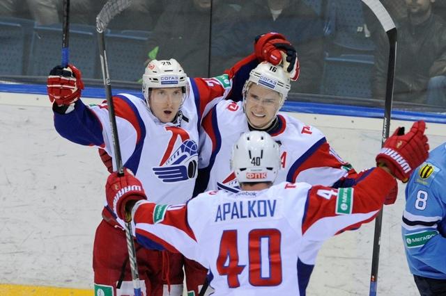 Na snímke uprostred Sergej Plotnikov