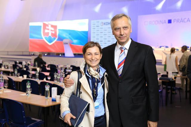 Na snímke Renáta Ocilková a predseda KDH Ján Figeľ