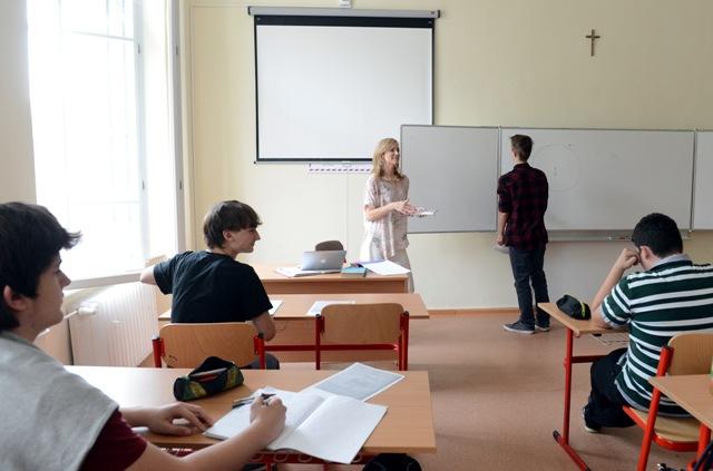 Na snímke hodina matematiky na  Premonštrátskom gymnáziu