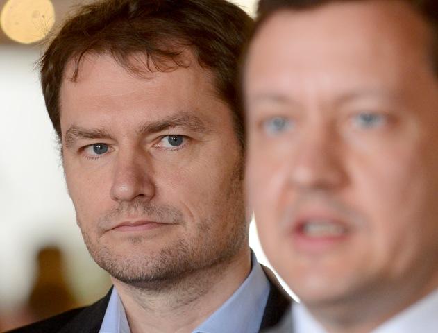 Na snímke lídri oboch politických subjektov - vľavo Igor Matovič a vpravo Daniel Lipšic