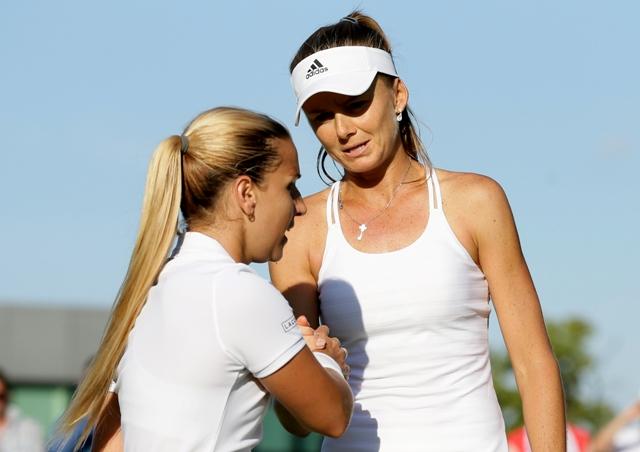 Na snímke slovenská tenistka Daniela Hantuchová (vpravo) a Dominika Cibulková. Slovenské derby