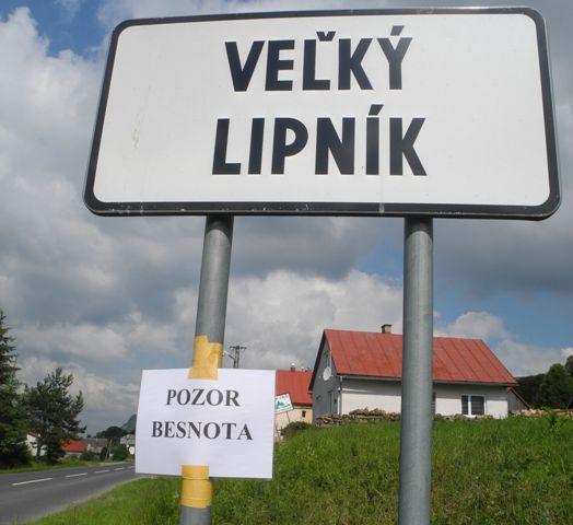 Pod tabuľou obce Veľký Lipník v okrese Stará Ľubovňa je upozornenie na možný výskyt besnoty