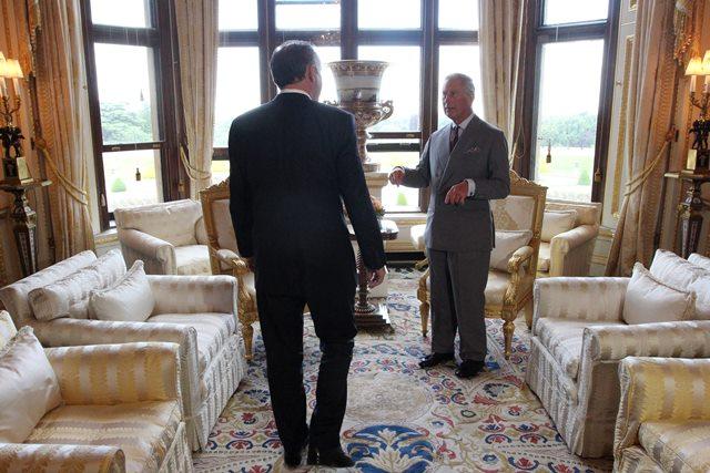 Na snímke prezident Andrej Kiska (vľavo) sa na hrade Windsor stretol s Charlesom, princom z Walesu (vpravo).
