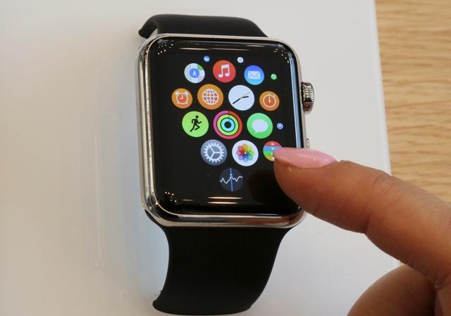 Na snímke iWatch, model náramkových hodiniek Apple Watch Edition