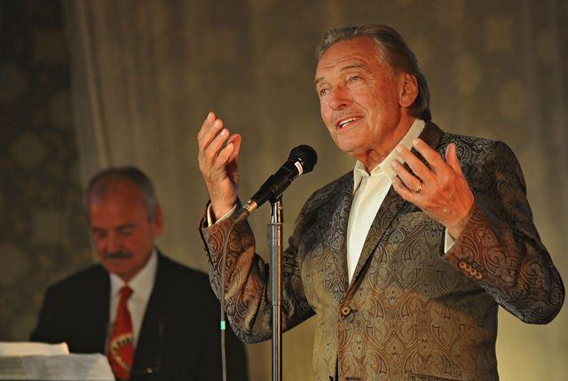 Na snímke český spevák Karel Gott