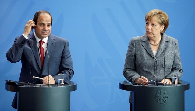 Na snímke nemecká kancelárka Angela Merkelová a egyptský prezident Abdal Fattáh Sísí počas tlačovej konferencie