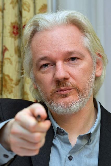 Na snímke zakladateľ WikiLeaksu Julian Assange