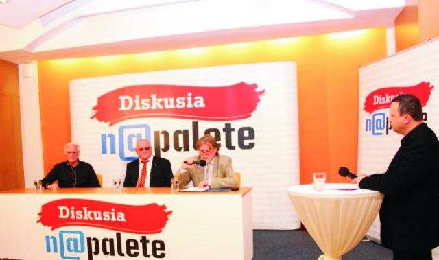 Druhé vydanie Diskusie Na palete bolo na témy Prežije slovenská kultúra? Komu slúžia naše médiá? moderoval Pavel Kapusta, diskutovali Dušan Jarjabek, Marián Tkáč a Ľudovít Števko