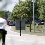 Na snímke polícia  hliadkuje pred miestom činu