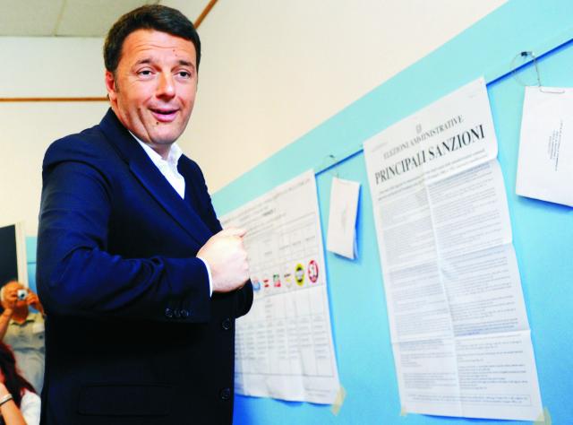 Taliansky premiér Matteo Renzi (na snímke) utrpel čiastkovú porážku v nedeľňajších lokálnych voľbách