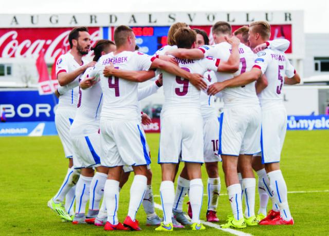 Bořek Dočkal (9) z Česka sa raduje z gólu proti Islandu v kvalifikácii EURO 2016 12. júna 2015 v Reykjavíku. Česká republika nakoniec prehrala 1:2