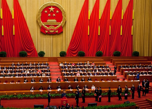Na snímke poslanci čínskeho parlamentu