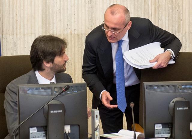 Na snímke vľavo minister vnútra SR Robert Kaliňák a vpravo minister spravodlivosti SR Tomáš Borec