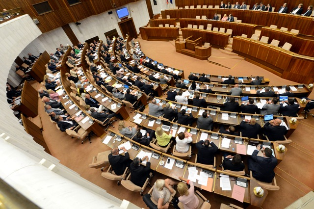 Na snímke pohľad na rokovanie pléna parlamentu. Ilustračné foto