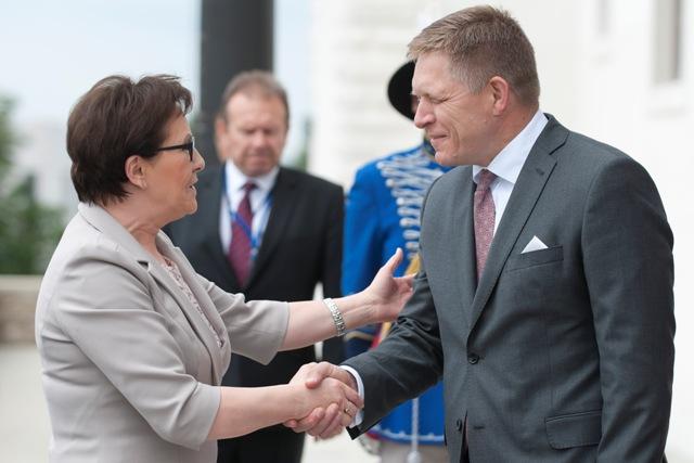 Na snímke slovenský premiér Robert Fico a poľská predsedníčka vlády premiérka Ewa Kopaczová