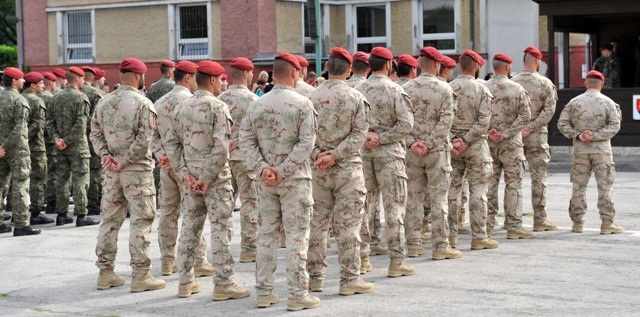 Slávnostný nástup vojakov OS SR po návrate z misie v Afganistane