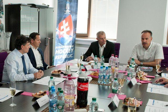 Na snímke sprava členovia Výkonného výboru SZĽH Zľava prezident SZĽH Igor Nemeček, generálny sekretár Róbert Pukalovič, Martin Kohút a Ľuboš Machala