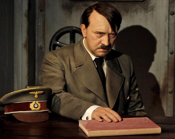 Na snímke vosková figurína Adolfa Hitlea v Múzeu Madame Tussaud v Berlíne. Ilustračné foto